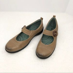 ECCO Clay Brown Leather Mary Janes 7-7.5 US NWOB